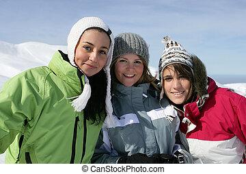 friends, drei, weibliche , ski fahrend