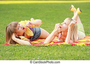 Friends eats cherries in park