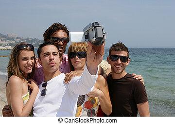 friends, feiertag, mit, a, videokamera