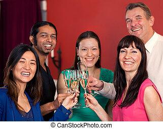 friends, gruppe, celebrating., multiethnic