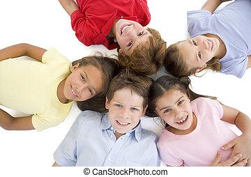 friends, kreis, fünf, junger, lächeln