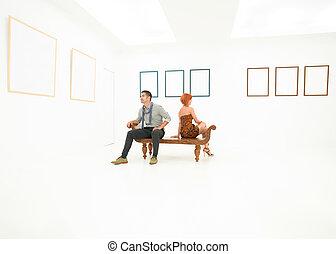 friends visiting an art exhibition