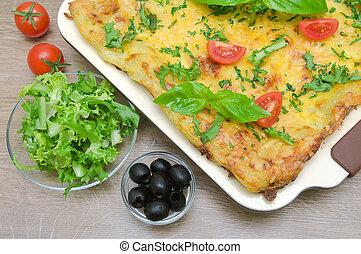 friese, Oliven, lasagne, Salat, Tomaten