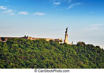 frihets staty, på, gellert, kulle, in, budapest, hos, sommar, day., hungary.