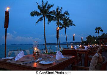 frilufts restaurang, middag, kväll, strand, inställning, bordläggar