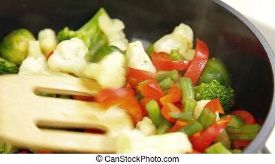 frire, remuer, légume