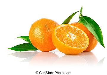 frisch, mandarine, früchte, mit, schnitt, und, grüne blätter