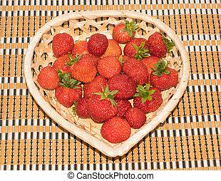 frische erdbeeren, in, a, korb, herz- form