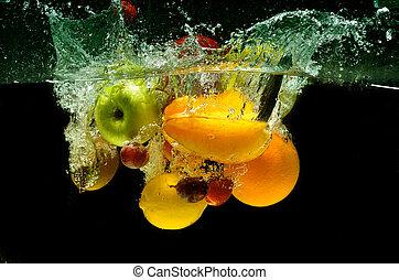 frische frucht, spritzen, in, wasser