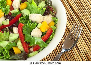 frisches huhn, salat, mit, kopfsalat, mango, rote paprika, und, gurke, (selective, fokus, fokus, auf, der, salat, auf, der, right)