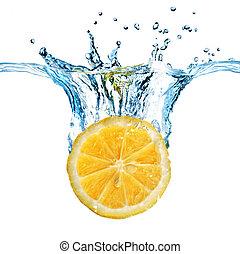frisk, citron, droppat, in i, vatten, med, plaska, isolerat,...