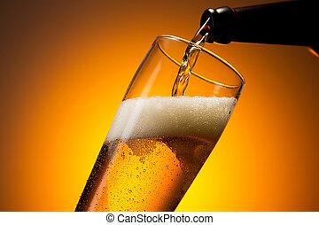 friss, barátságtalan sör, öntés, pohár