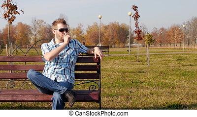 friss, kaukázusi, ember, alatt, fekete, szemüveg, őt ül,...