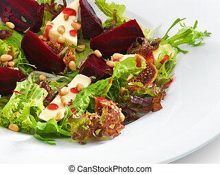 friss, vegetáriánus, ínyenc, saláta, noha, sült, cékla, and sajt, szervál, képben látható, egy, fehér, kerek, tányér., elszigetelt, képben látható, white.