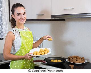 friture, croquettes, femme, rempli