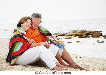 frohes ehepaar, fällig