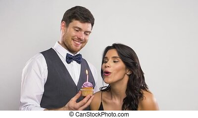 frohes ehepaar, geburstag, cupcake