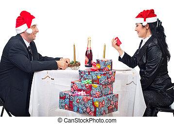 frohes ehepaar, genießen, weihnachten