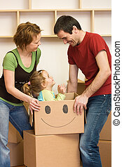 frohes ehepaar, neues heim, auspacken, kind