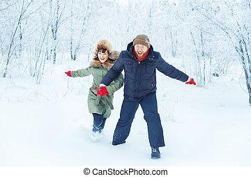 frohes ehepaar, rennender , in, winter, draußen