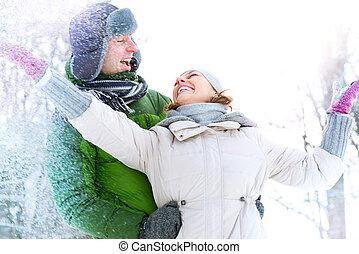 frohes ehepaar, spaß haben, outdoors., snow., winter- ferien