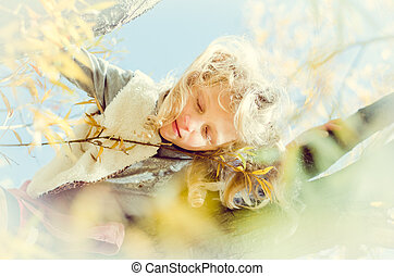 from bird perspective - sleeping in the tree in dreamy atmosphere