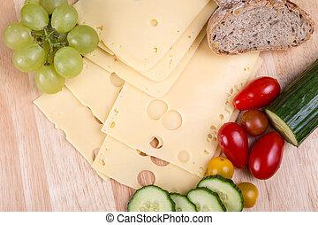 fromage coupé tranches, planche découper