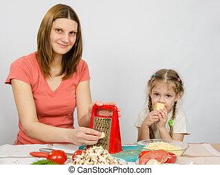 fromage, râpe, fille, séance, mange, suivant,  t,  table,  girl, cuisine,  five-year