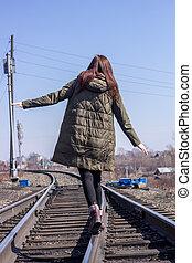 front., järnväg, utsikt., vandrande, flicka, baksida