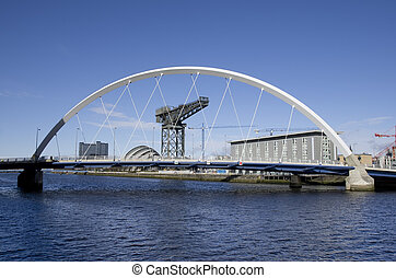 front mer, pont, glasgow, squinty