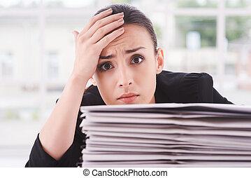 fronte, documenti, lei, stanco, depresso, overworked., posa,...