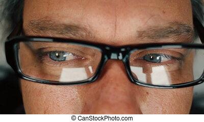 frotter yeux, bleu, haut, 1, lecture, homme, fin, lunettes, sien, partir