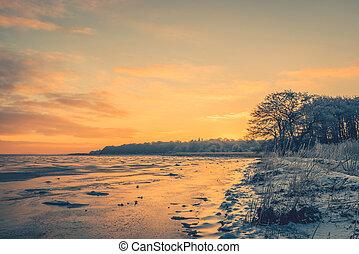 frozen lake, in, der, morgen, sonnenaufgang