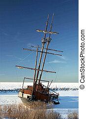 Frozen Shipwreck-2