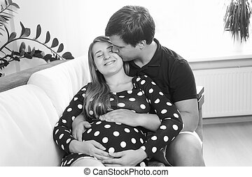 fru, soffa, kind, gravid, svart, kyssande, stående, sittande, stilig, vit, man