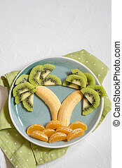 fruchtsalat, für, kinder, kiwi, banane, mandarine, palmen
