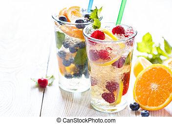fruit été, water.