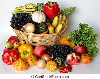 Fruit and vegetable - Basket of autumn harvest vegetable and...