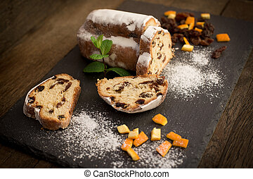 Fruit cake made with dry - dried fruit, delicious sweet cake