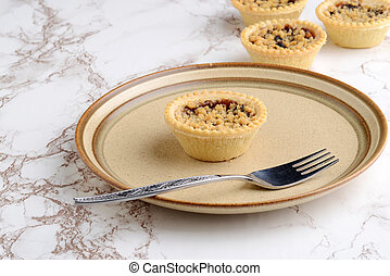 fruit crumble tart with a fork