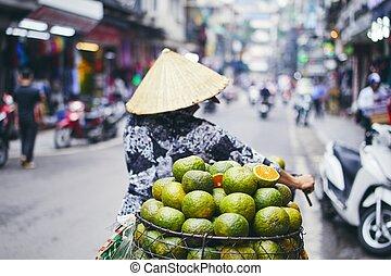 Fruit seller in Hanoi - City life in street of old quarter ...