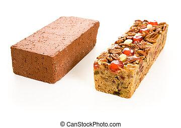 fruitcake, comparação, tijolo