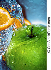 Fruits and water - Close-up on water falling above oranges ...