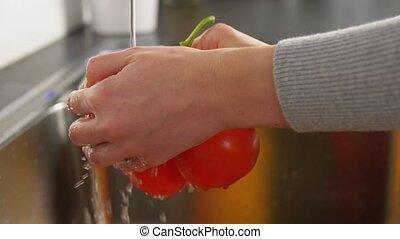 fruits, femme, légumes, cuisine, lavage