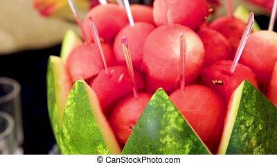 fruits, invités, assortiment, watermelon., milieu, pastèque, mariage, offert, balles, réception.