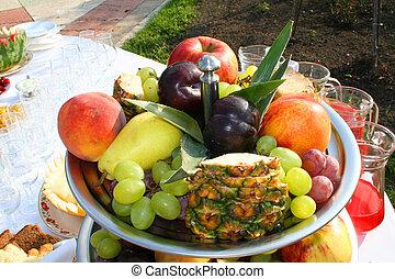 Fruits vase. Fourshette table