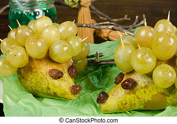 Fruity dessert - A healthy kid dessert, grapes and pears in...