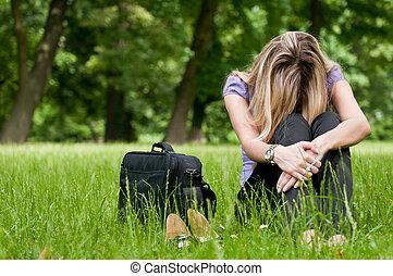 frustração, -, mulher jovem, ao ar livre