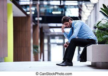 frustrado, jovem, homem negócio