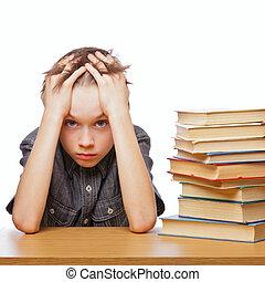 frustrado, niño, con, aprendizaje, dificultades